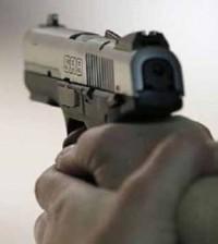 tembak pistol