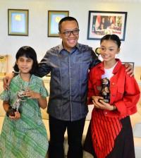 Menpora dan para penyanyi APG 2018