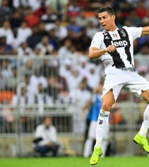 Juventus Ronaldo sundul bola