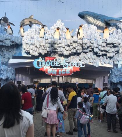 Antrian pengunjung sirkus MKG 2019