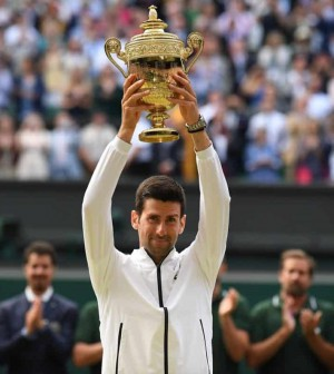 Novak Djokovic tropi Wimbledon